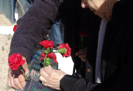 20101028224930-memorial5.jpg