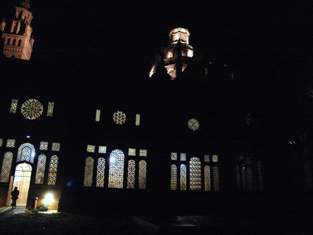 20121118212957-catedral-de-noche.jpg