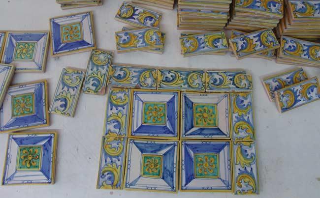 Valtierra (Navarra). Azulejos.