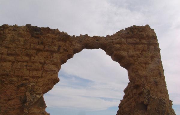 Arco de adobe.